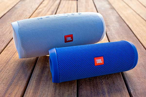 how to connect two jbl speakers together
